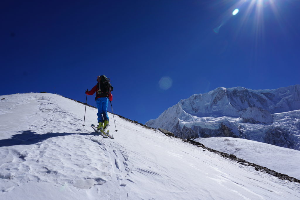 Steve Marolt carries on Himlung Himal. Photo Jim Gile