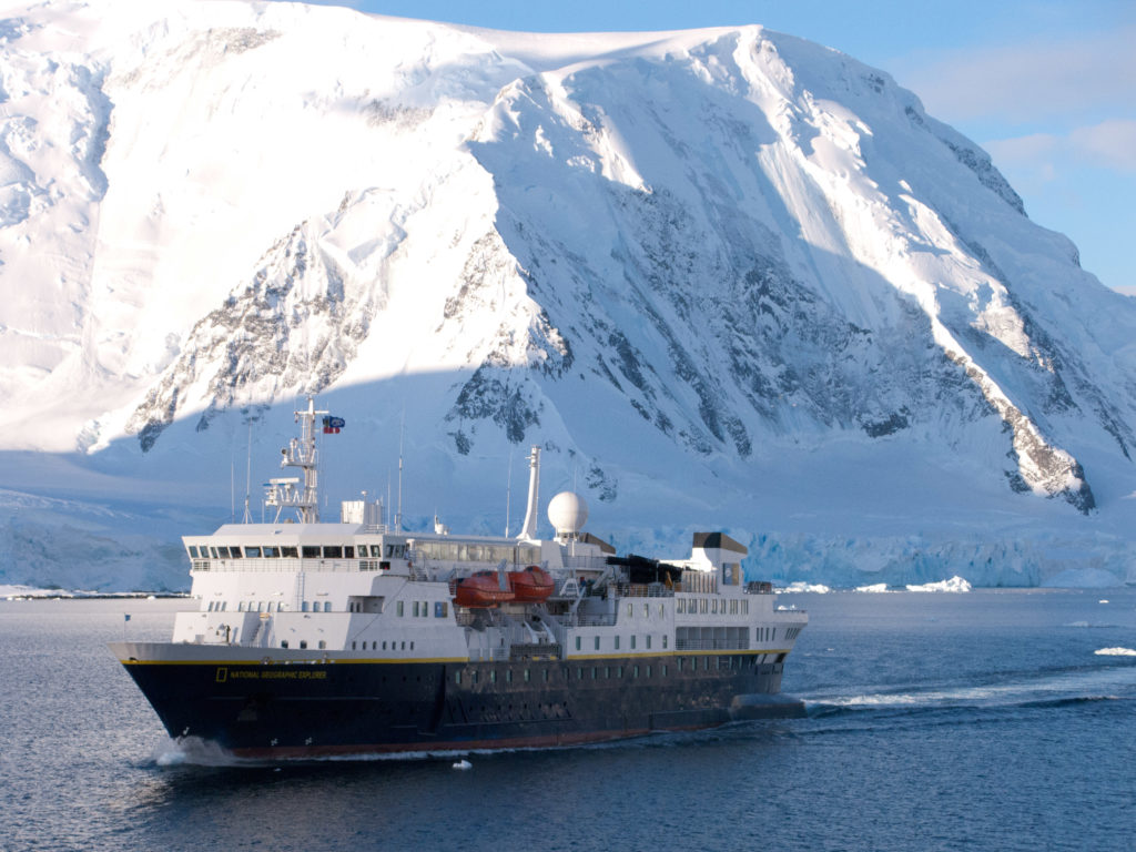 Passing another cruise ship in the Gerlach Straits