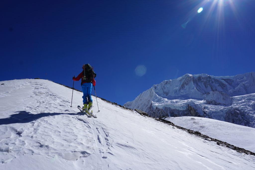 Steve Marolt carries on Himlung Himal. Photo Jim Gile
