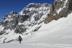 Touring along the Wenden glacier and towards Grassen pass.